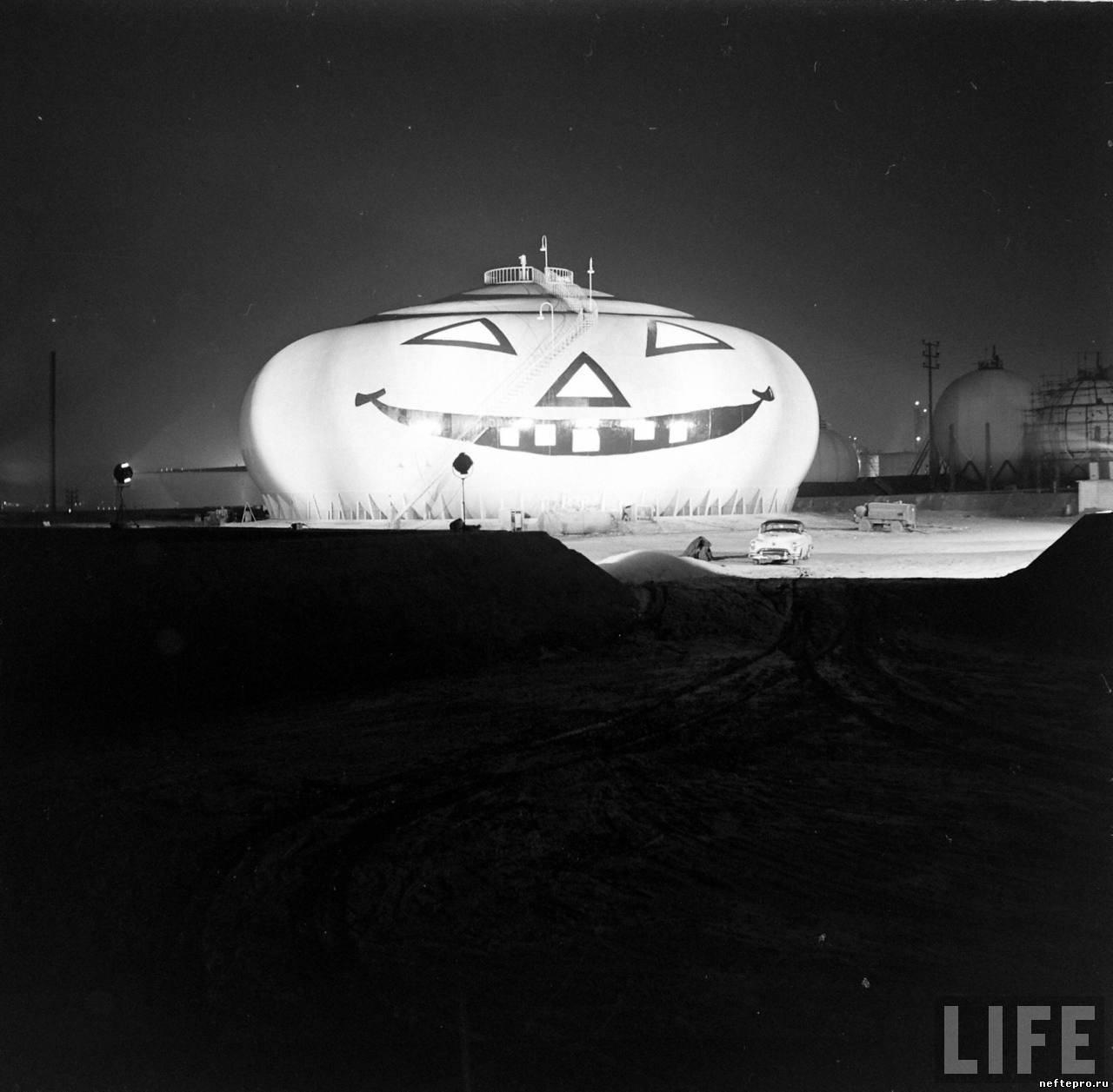 Гигантский фонарь jack-o'-lantern