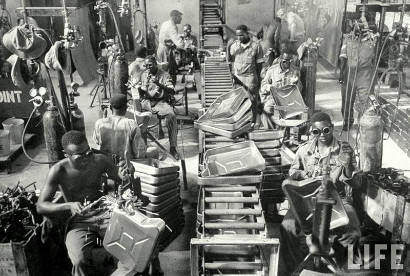 производство канистр в Египте, 1953 год