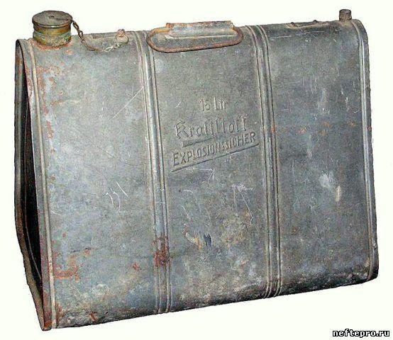 старая топливная канистра на 15 литров