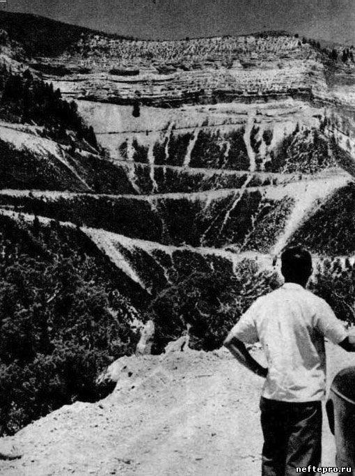 серпантин в горах для подьема в нефтяную шахту